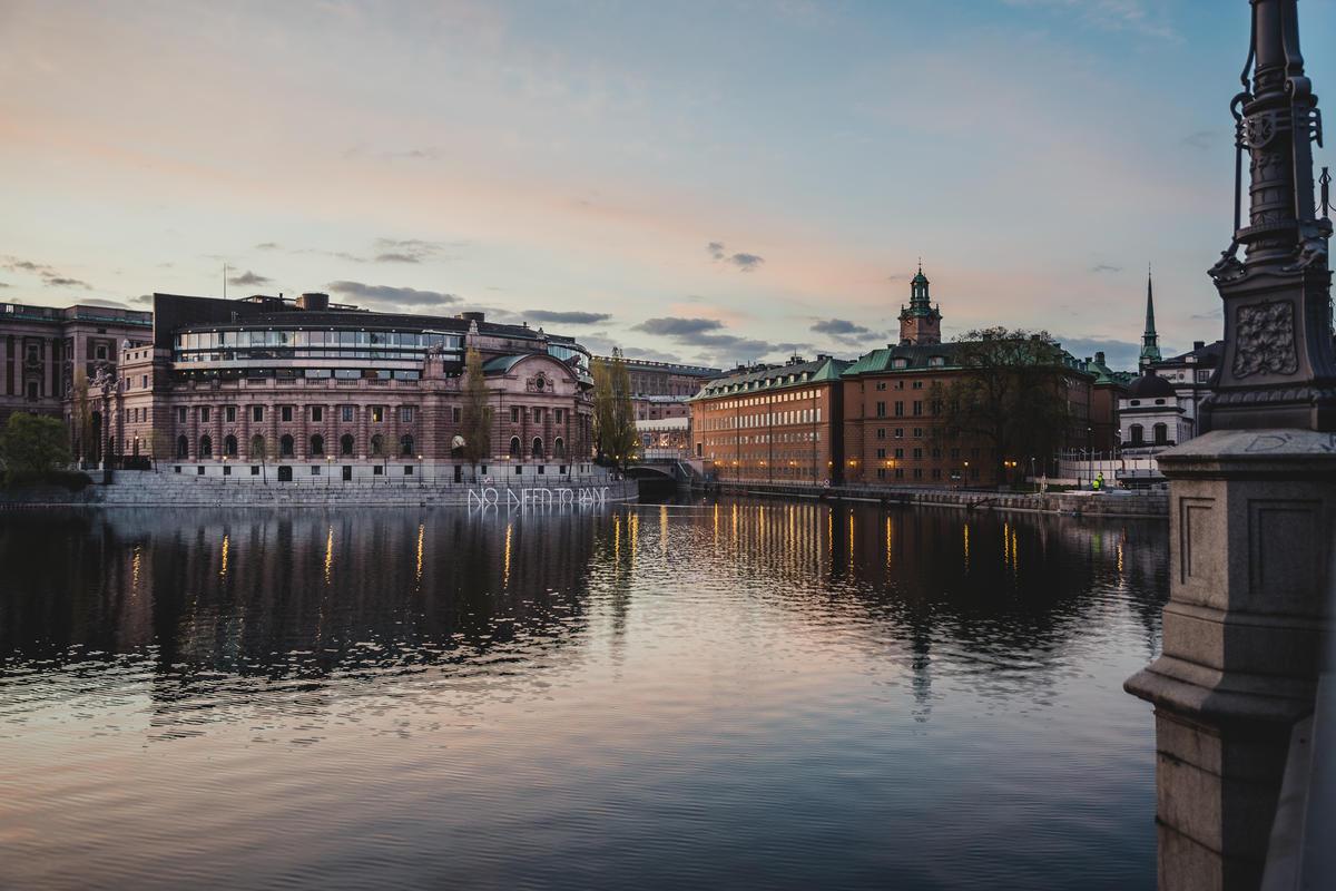 No Need to Panic Activity at Swedish Parliament. © Jana Eriksson / Greenpeace