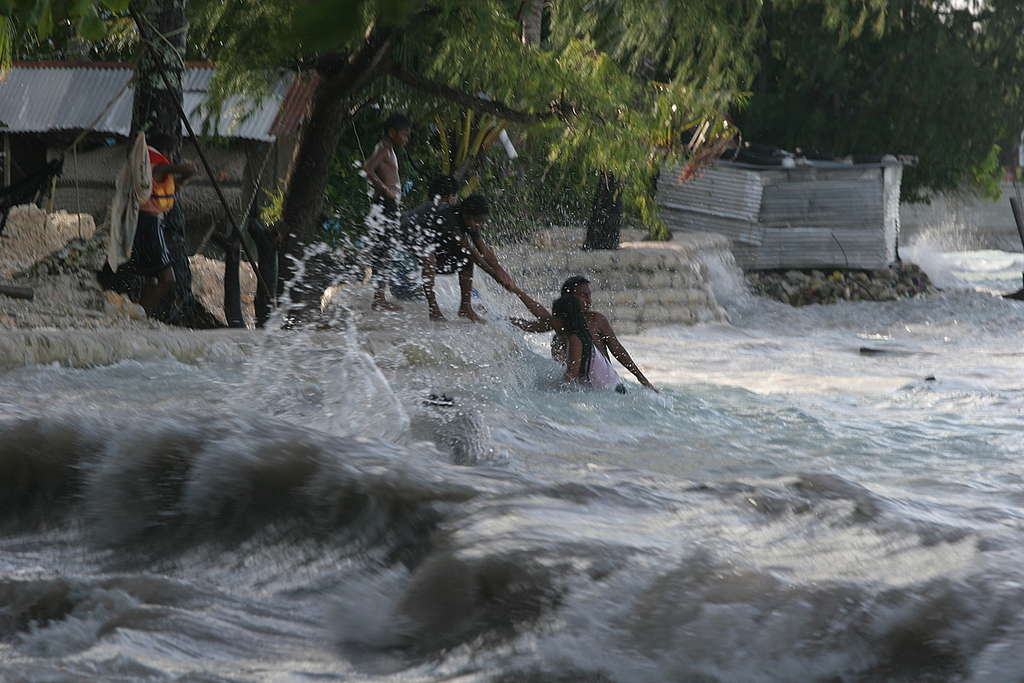 Kiribati King Tides Flooding Documentation. © Greenpeace / Jeremy Sutton-Hibbert