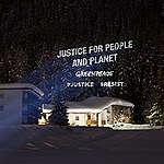 Video-Projektion in Davos: NGO verlangen Systemwechsel