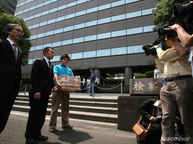 Japanische Greenpeace-Mitarbeiter bleiben in Haft