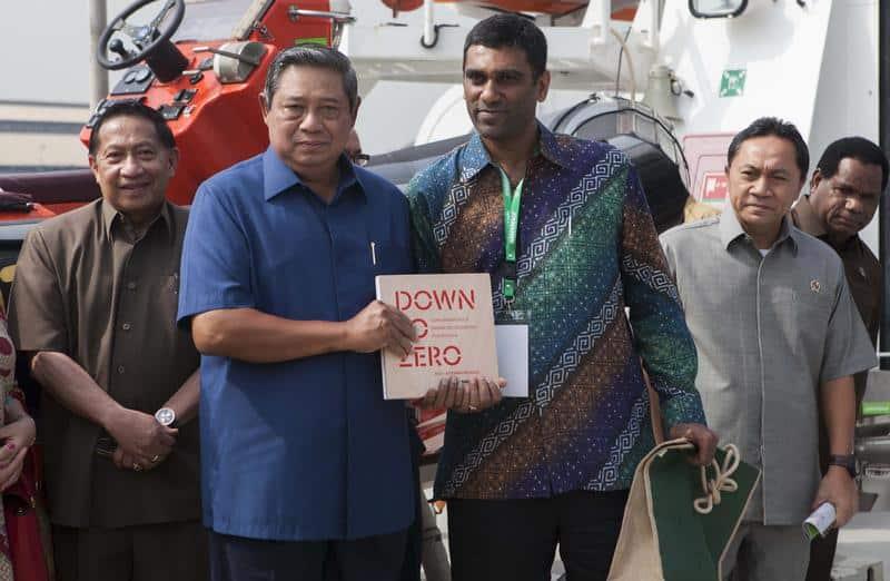 Der indonesische Präsident Yudhoyono, Greenpeace Geschäftsführer Komi Naidoo