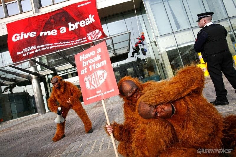 Greenpeace lance une campagne choc contre Nestlé, qui contribue à la déforestation en Indonésie