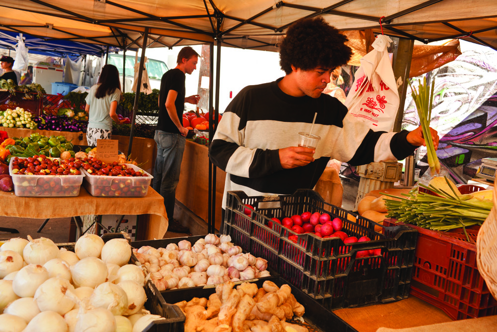 James Ferraro im Fresh Produce Street Market, Silverlake: «Der grüne Supermarkt ist ein soziales Phänomen.»