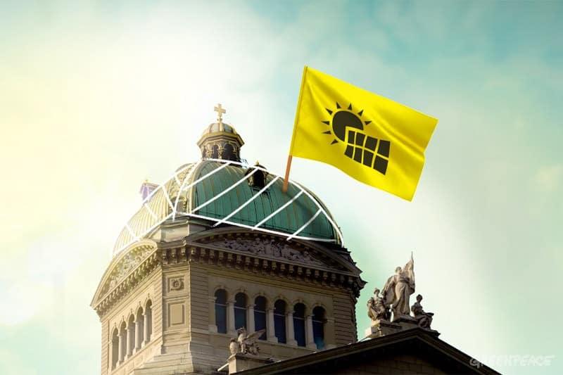 Des militants Greenpeace partent à l'assaut des toits: Le photovoltaïque doit devenir une priorité de la politique énergétique suisse