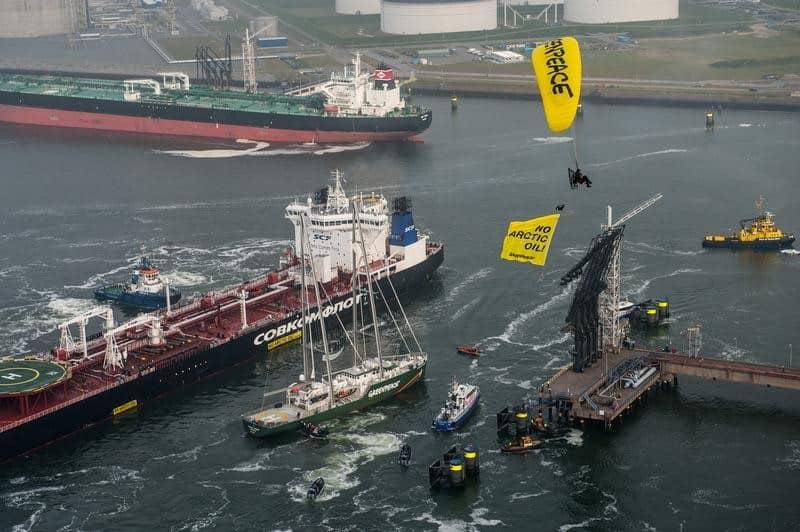 Rainbow Warrior trifft auf Tanker mit erstem arktischem Öl
