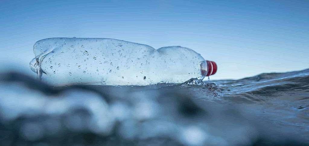Coca-Cola, Pepsi und Nestlé überfluten die Welt mit Plastik