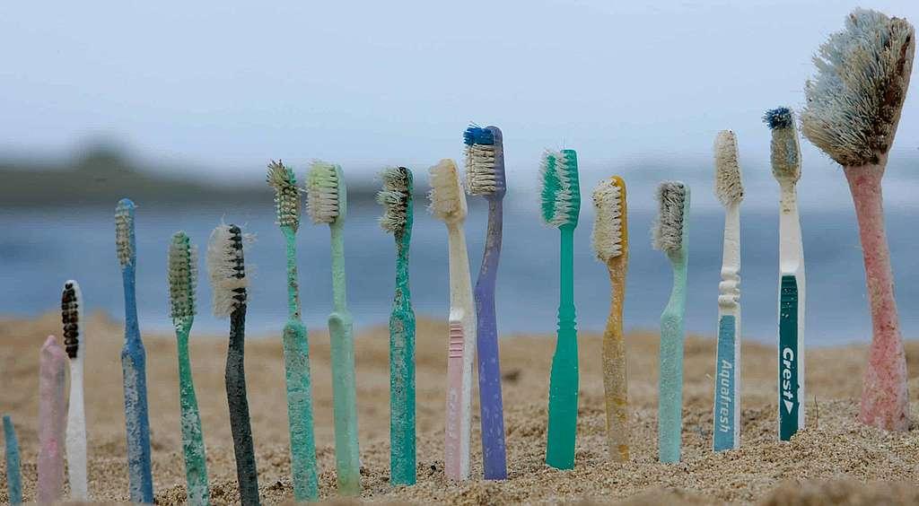 Mikroplastik: <br> Partikel in der Kosmetik, Fasern in der Kleidung