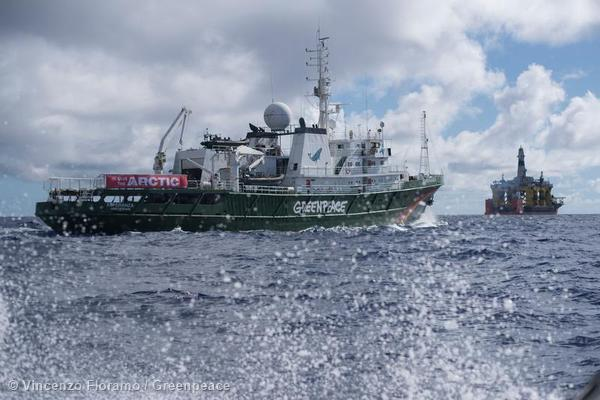 «The Crossing» – Greenpeace verfolgt Shells Arktis-Flotte
