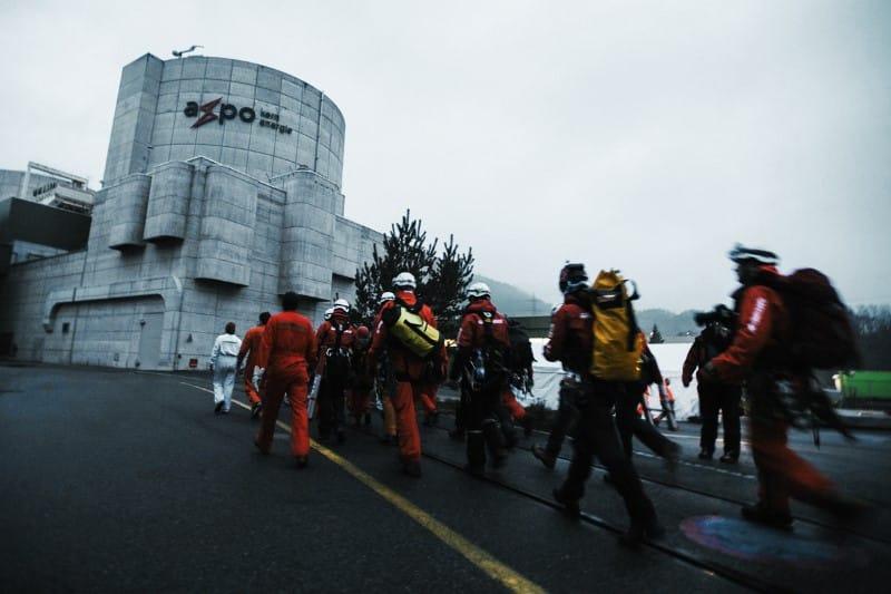 40 ans, ça suffit!: 100 militants Greenpeace pénètrent dans la centrale nucléaire de Beznau