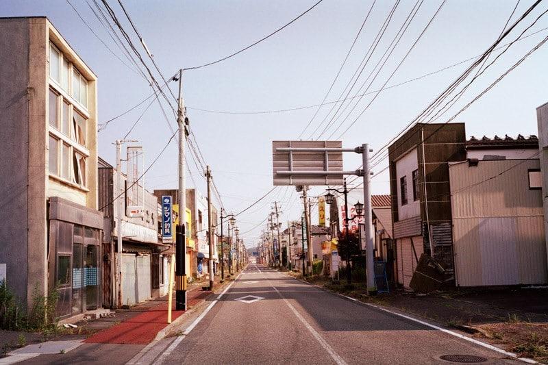 Depuis l'accident nucléaire, la ville de Namie est abandonnée et fermée, seules les équipes de décontamination y sont autorisées, car le niveau de rayonnement y est plus de cinq fois supérieur au taux habituel. ©Greenpeace/Knoth