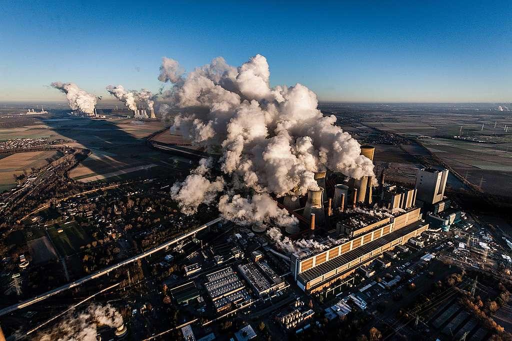 Versicherungen sollten uns schützen – aber riskieren  das Klimachaos