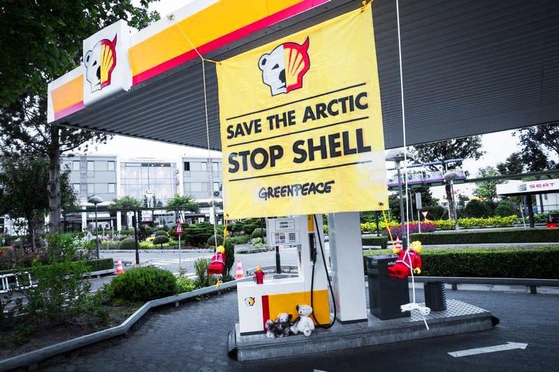 Stop Shell – Save the Arctic: des militants Greenpeace ont bloqué toutes les stations Shell de Zurich