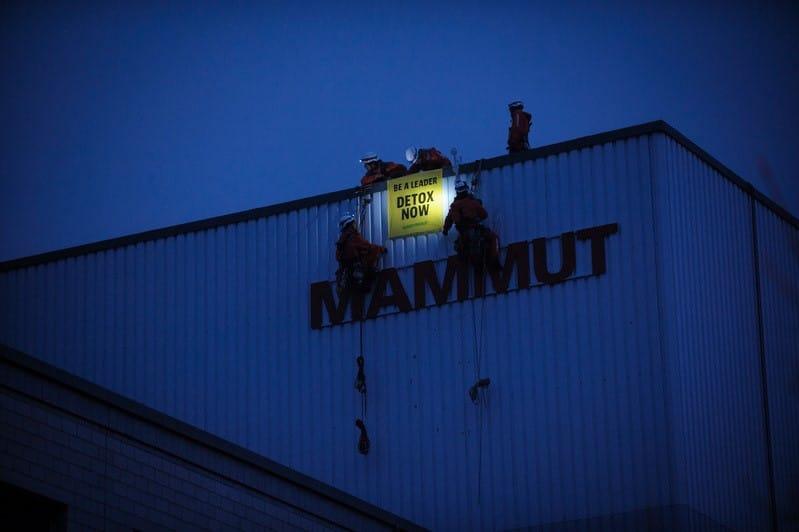 Detox Outdoor: Des militants Greenpeace s'installent au siège de Mammut