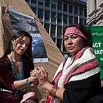 Frauen vereint im Protest gegen Schweizer Banken