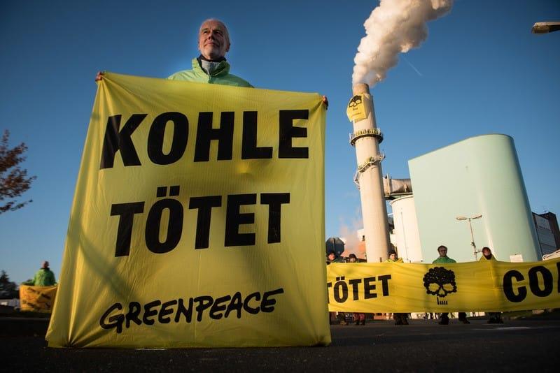 Greenpeace-AktivistInnen fordern Abschaltung von Kohlekraftwerken