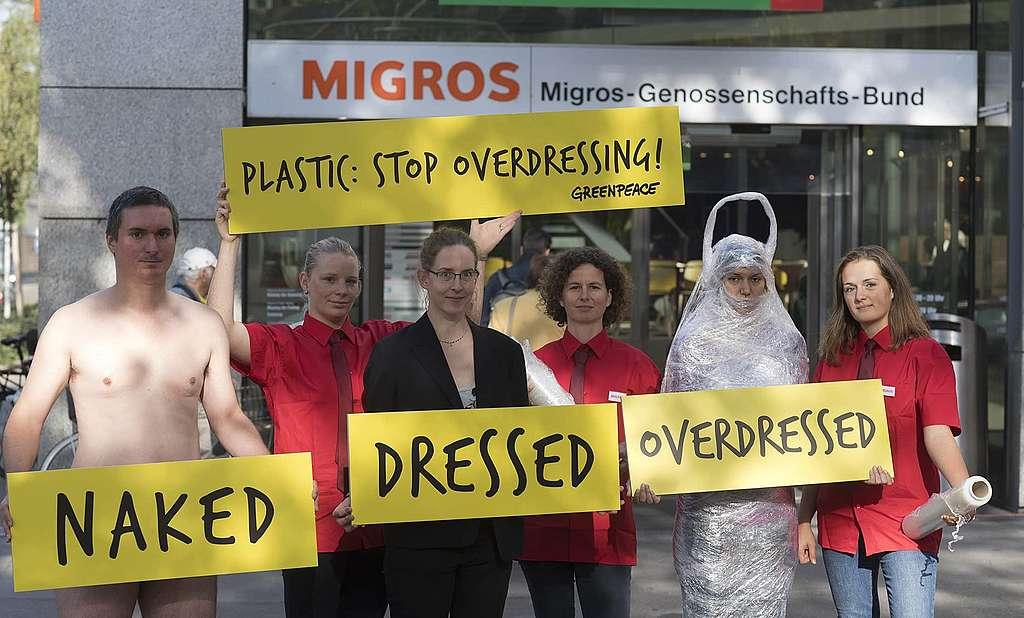 Verpackungsflut: «Stop Overdressing!»