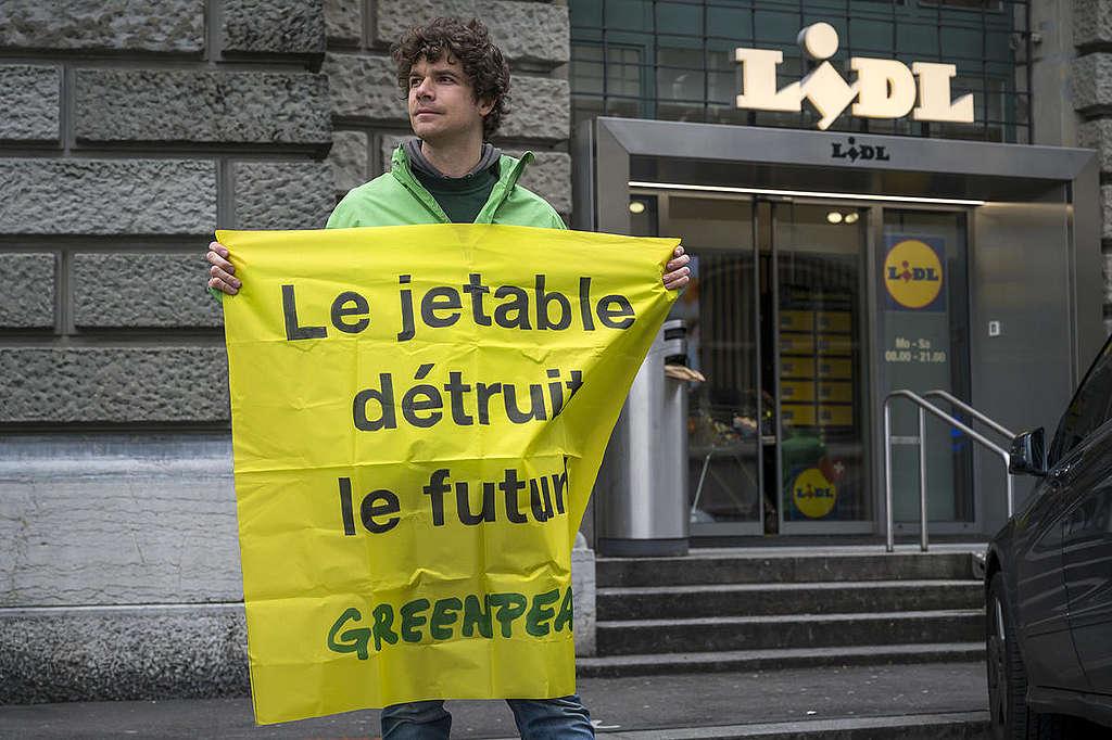 Grande distribution: «Le Jetable détruit le futur!»