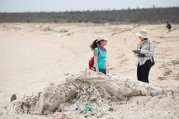 廢棄魚網是澎湖海岸常見的海洋廢棄物,容易造成海洋生物的肢體損害。