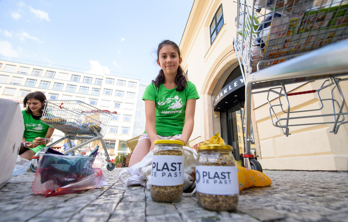 Food Not Plastics! Demonstration in Prague. © Petr Zewlakk Vrabec / Greenpeace
