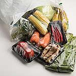 綠色和平與六都民眾共同調查「你家超市垃圾有多少」每週從零售通路買回超過兩億件塑膠
