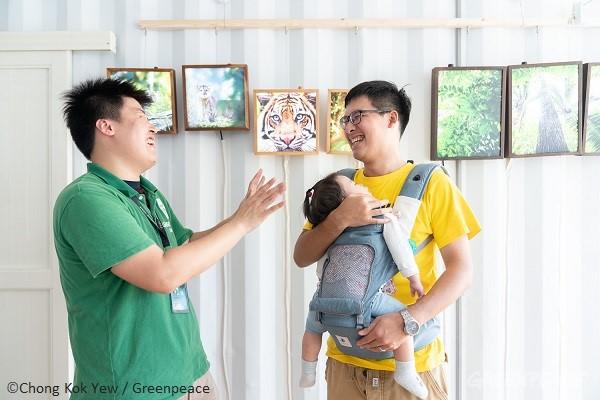 許多人帶著家人一起出席,希望留給孩子一個乾淨永續的未來。