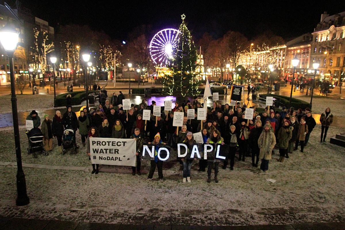挪威奧斯陸居民同樣面對北極鑽油陰霾,隔空聲援「停建達科塔輸油管」(NO DAPL)行動。