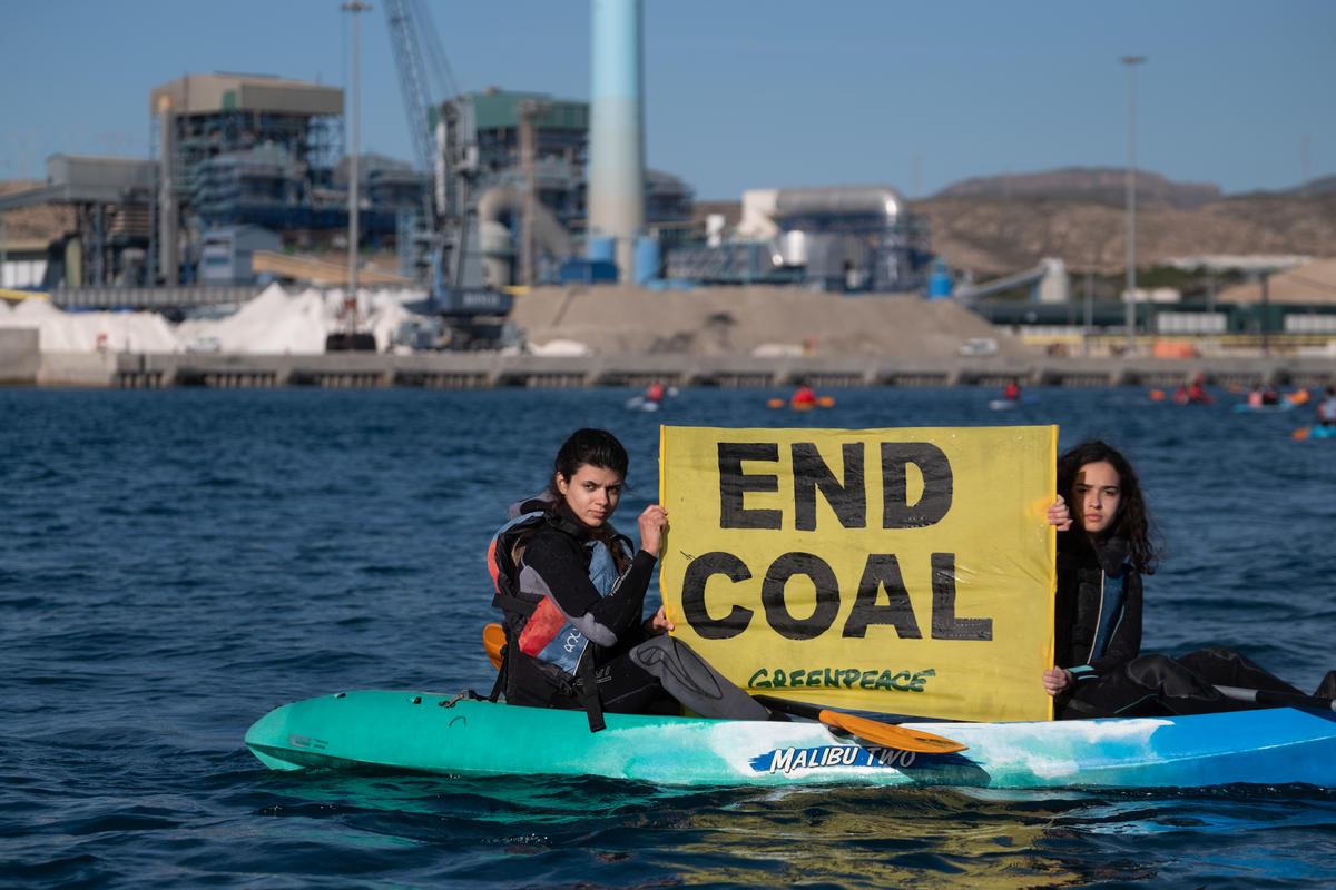 2018年11月,超過70位綠色和平行動者擋住前往火力發電廠的港口,要求西班牙最大的電力公司Endesa「終結煤炭」。