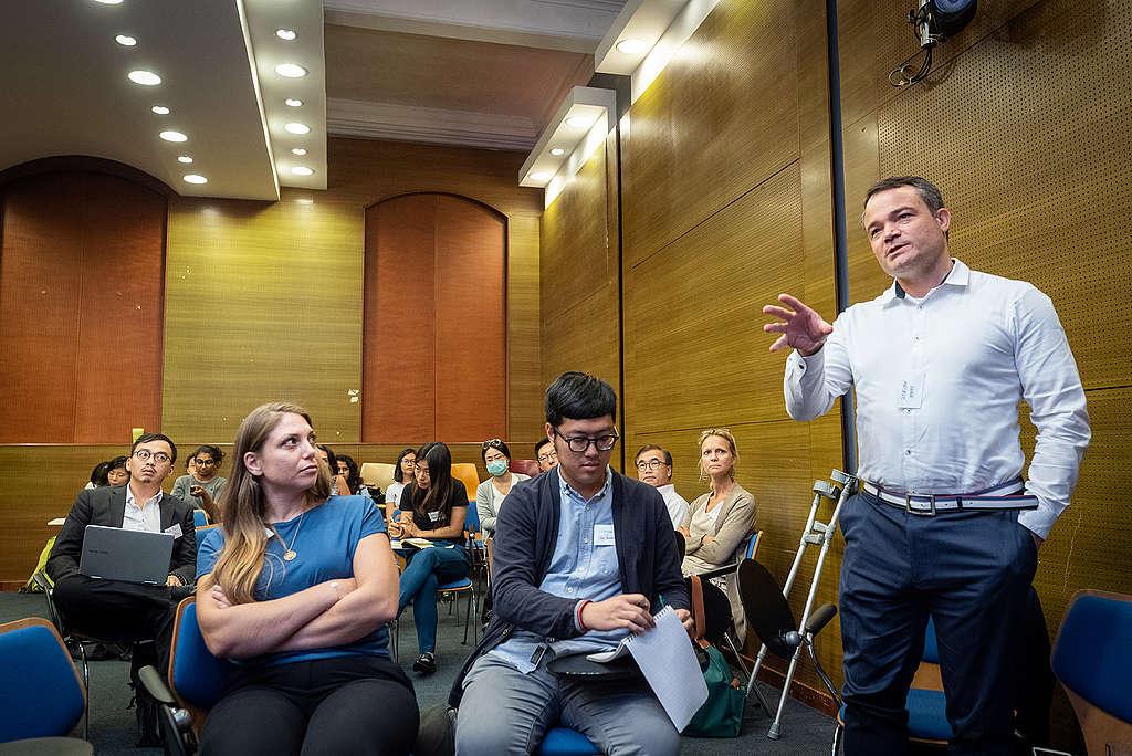綠色和平香港辦公室舉辦論壇,邀請國際業界專家分享減塑案例,並給予規劃建議。