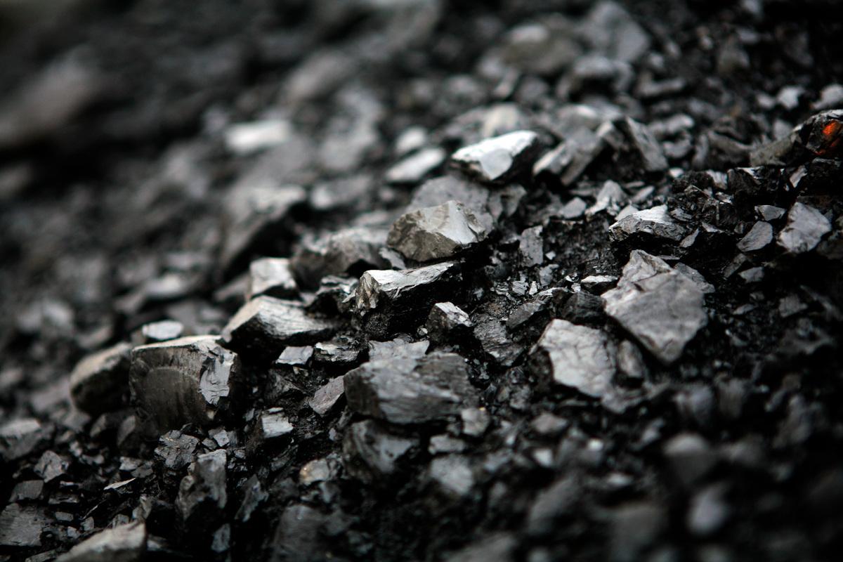 煤炭的成本逐年升高,加上碳排相關費用越來越貴,使歐洲許多電力公司決定逐步淘汰燃煤發電。