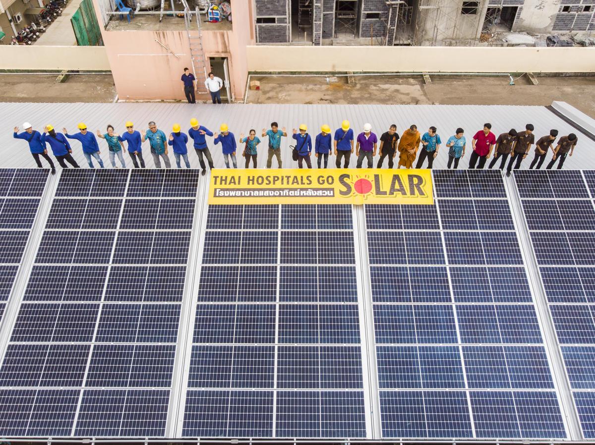 2019年8月8日,綠色和平泰國辦公室推動的「太陽能改革計畫」,於泰國皇家蘇安醫院完成裝置太陽能發電系統,是此計畫中第二間完成的醫院。