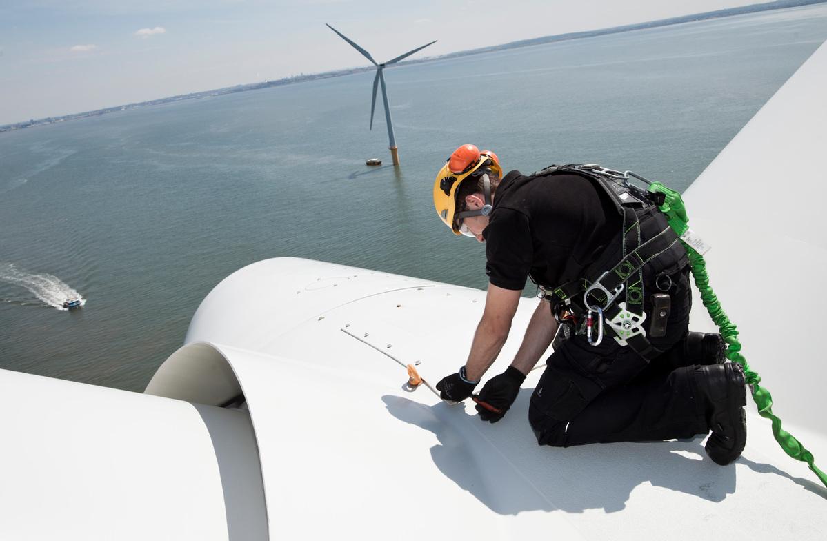英國離岸風電場的工程人員。