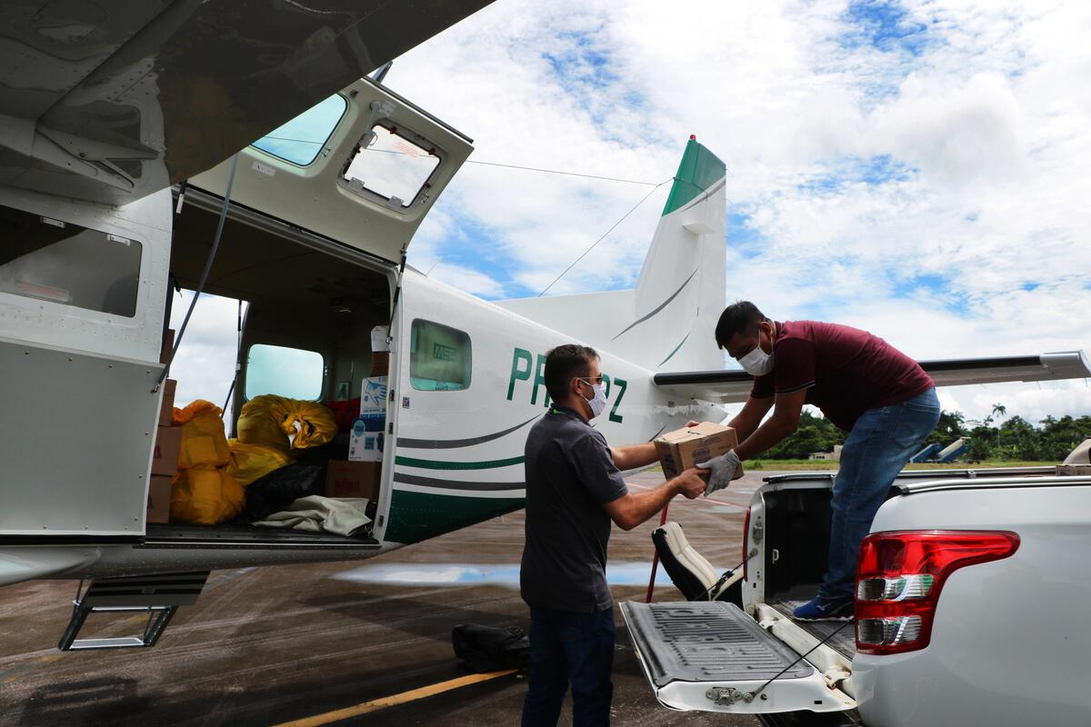 綠色和平發起「緊急之翼」計畫,與在地團隊合作,提供並運送物資,支援亞馬遜偏遠地區的原住民,共同對抗疫情。