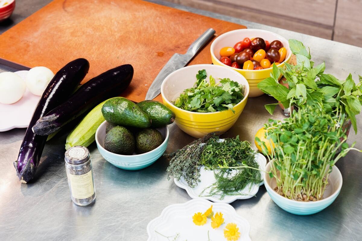 以能夠重複使用的容器盛裝食材,在歡度佳節的同時,也能愛護環境。