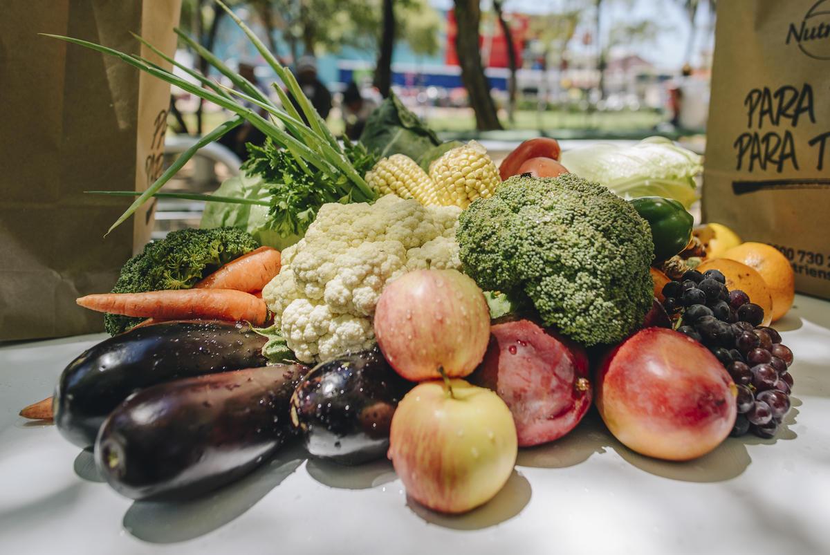 在飲食上少肉多蔬,能夠有效減少溫室氣體排放,還能從蔬果中攝取多種營養成分。