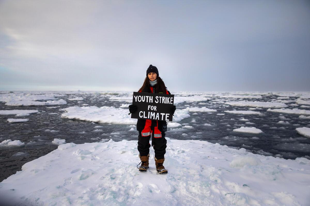 18歲的氣候行動者Mya-Rose Craig與綠色和平一起前往北極,站在浮冰上以青年學子的身分為氣候倡議。