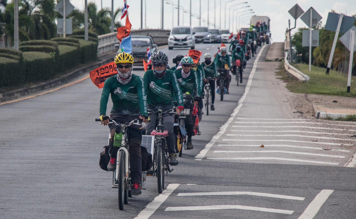 Bike for Renewable Energy in Thailand - On the Road. © Arnaud Vittet / Greenpeace