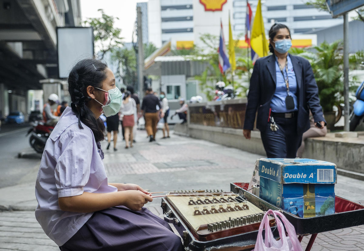 Citizens Wear Masks against Air Pollution in Bangkok. © Arnaud Vittet / Greenpeace