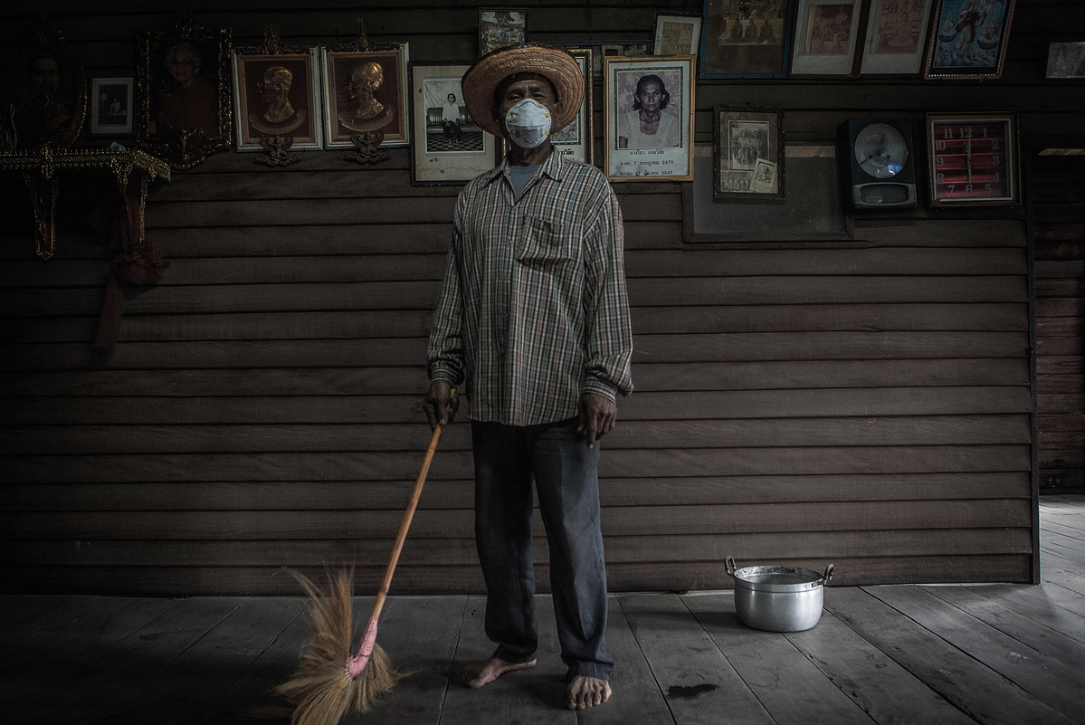 Resident Affected by Industrial Dust in Thailand. © Jorge Lareau / Greenpeace