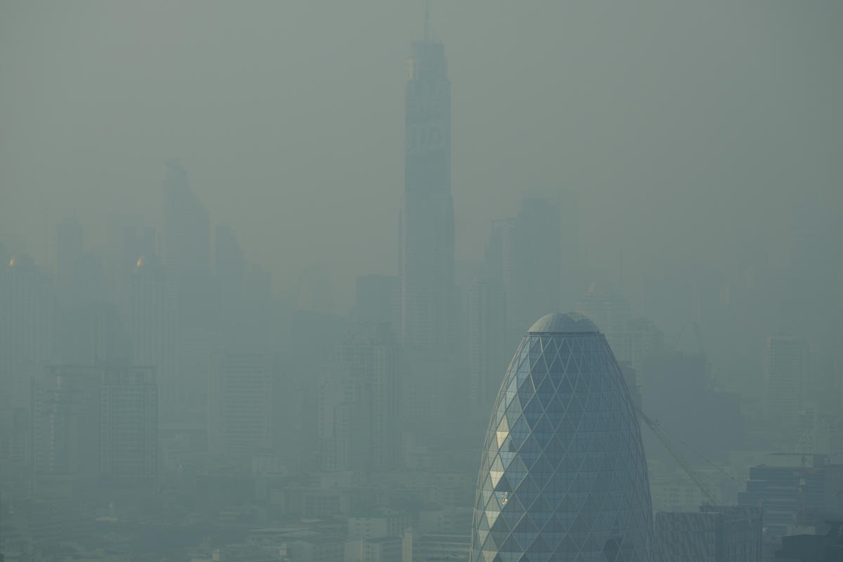 Bangkok Choking on Toxic Smog. © Arnaud Vittet / Greenpeace
