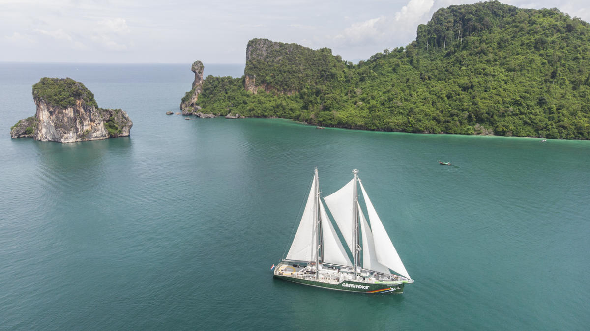 Andaman Goes Green Message on Rainbow Warrior in Phi Phi Islands. © Greenpeace / Arnaud Vittet