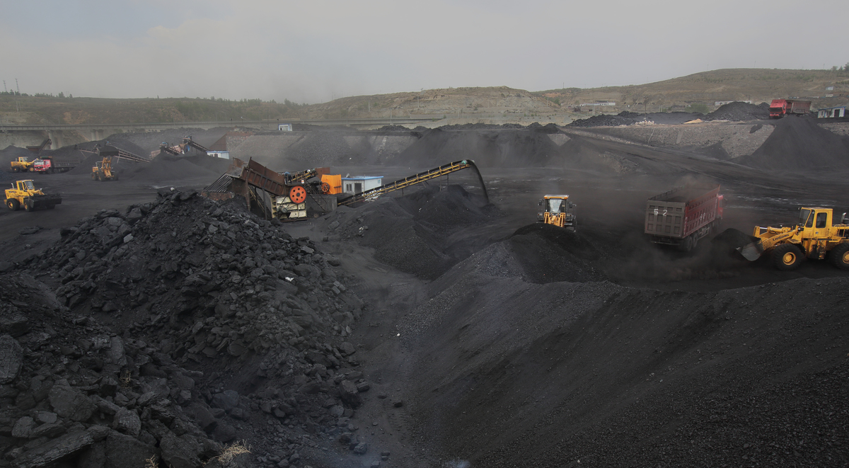 Coal Deposit near the Ulan Moron River in China. © Qiu Bo / Greenpeace