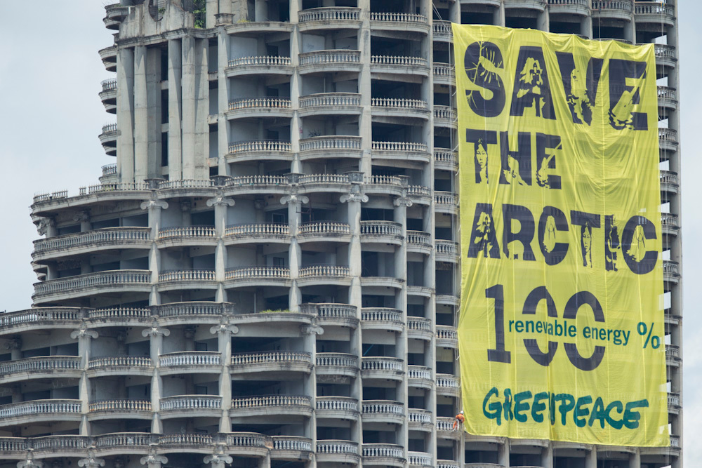'Mountains and Rooftops' Arctic Sanctuary Action in Bangkok. © Baramee  Temboonkiat / Greenpeace
