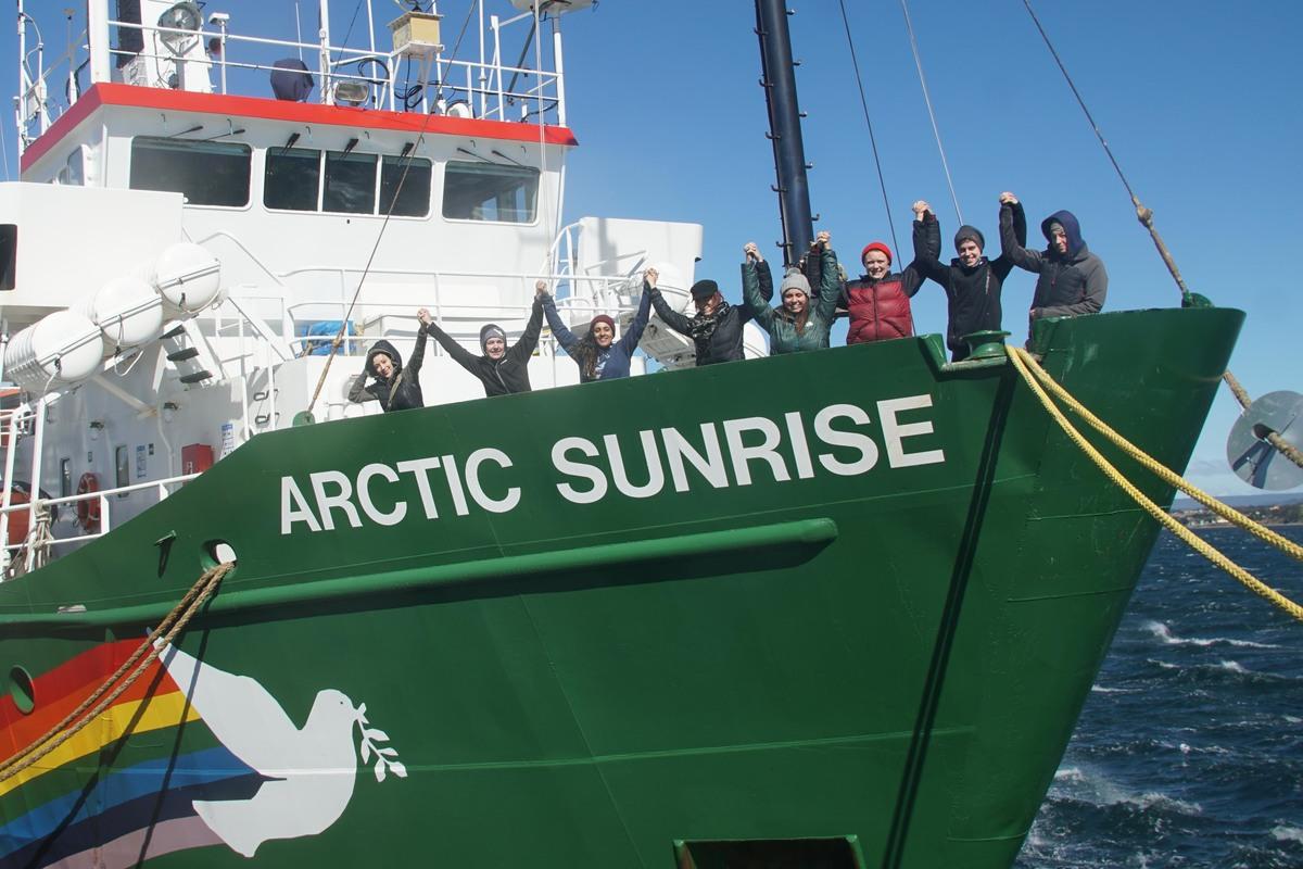 International Women on the Arctic Sunrise in Chile. © Pete Speller / Greenpeace
