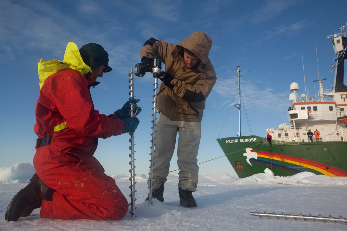 Measuring Ice Thickness in the Arctic. © Nick Cobbing / Greenpeace