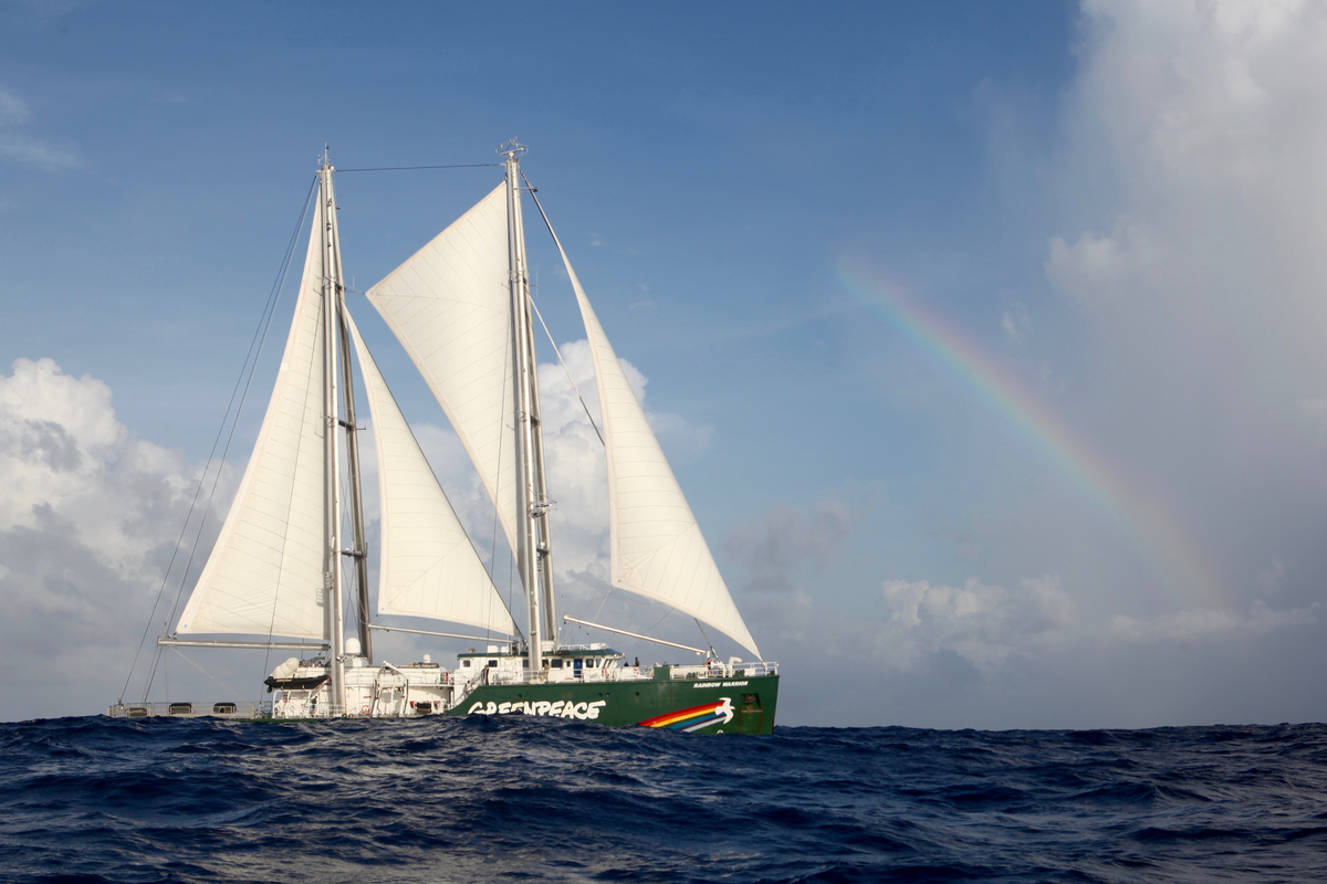 Rainbow Warrior in the Pacific Ocean. © Mike  Fincken / Greenpeace