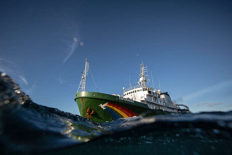 Esperanza Departs from Madagascar. © Will Rose / Greenpeace