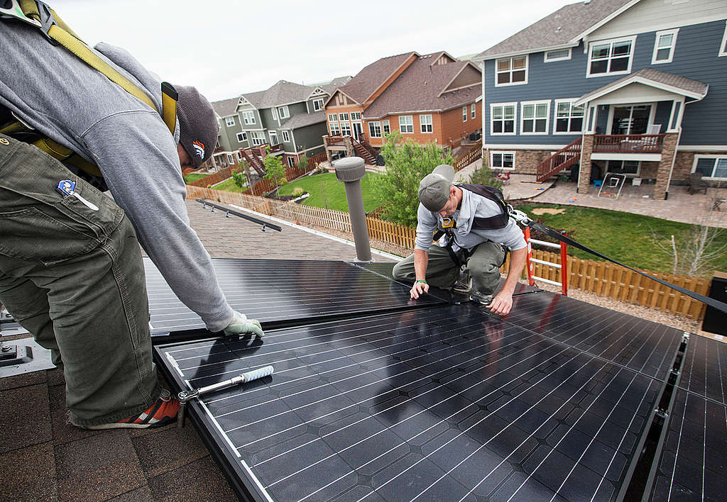 Rooftop Solar Installation in Colorado. © Greenpeace / Robert Meyers