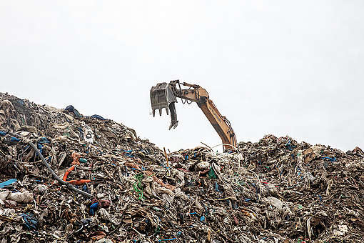 Illegal Plastic Waste Dump Site in Rural Uiseong, S. Korea. © Soojung Do / Greenpeace