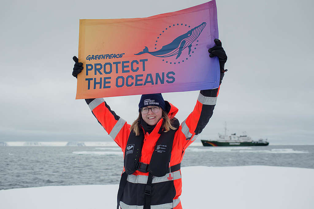 Protect the Oceans Banner in the Arctic. © Denis Sinyakov / Greenpeace