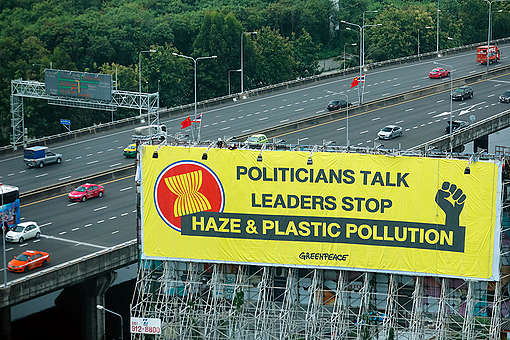 Banner Action during ASEAN Summit in Bangkok. © Baramee Temboonkiat @ 2019 / Greenpeace